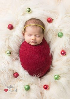Sibling Christmas Pictures, Newborn Family Pictures, Newborn Christmas Photos, Baby Girl Christmas, Christmas Pics, Baby Pictures, Newborn Baby Photography, Newborn Photographer, Christmas Newborn Photography