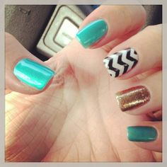Nails chevron glitter and turquoise