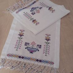 This post was discovered by Hatice Hamal. Discover (and save!) your own Posts on Unirazi. Cross Stitch Bookmarks, Cross Stitch Borders, Cross Stitching, Cross Stitch Patterns, Folk Embroidery, Cross Stitch Embroidery, Embroidery Patterns, Sewing Case, W 6