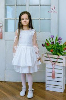 f2f5f090e0c9b3 Communie jurk met kant voor meisjes. Model met lange mouwen en ruches rok
