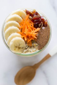 CARROT CAKE CHIA PUDDING...high protein, high fiber and less than 10 ingredients! It makes the ULTIMATE breakfast treat! [vegan]