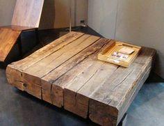 Mooie tafel van w.s. oude afmeerpalen