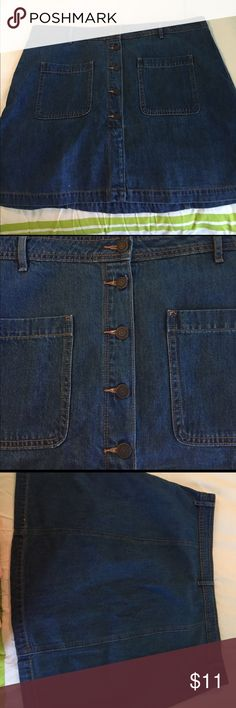 2/$16 Denim jean skirt with buttons Denim jean skirt with buttons very cute front pockets Old Navy Skirts Midi