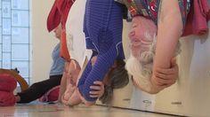 Iyengar-Yoga hilft bei Nackenschmerzen | NDR.de - Ratgeber - Gesundheit - Bewegungsapparat