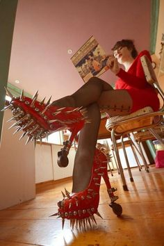 Red High Heels Shoes With Spikes Fashion Fail - Faxo Red High Heel Shoes, Shoes Heels Boots, Heeled Boots, Maquillage Phosphorescent, Funny Shoes, Weird Shoes, Crazy Heels, Suicide Girls, Botas Sexy