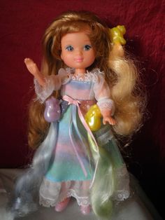 que de souvenirs Mielline de dame boucleline et les minicouettes/ I had this doll from Lady lovely locks Lady Lovely Locks, 90s Kids, My Little Pony, Statues, Dame, Harajuku, Disney Characters, Fictional Characters, Childhood