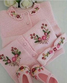 50 Different Macrame Models and information about Macrame - PinHell Baby Cardigan, Cardigan Bebe, Baby Pullover, Diy Crafts Knitting, Knitting For Kids, Baby Knitting Patterns, Baby Patterns, Knitted Baby Outfits, Crochet Baby Clothes