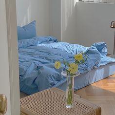 Apartment Inspiration, Contemporary Bedroom Decor, Farmhouse Contemporary, Contemporary Apartment, Interior Modern, Pastel Room, Room Ideas Bedroom, Bedroom Table, Diy Bedroom