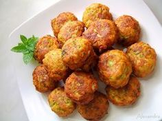 Zucchini croquettes are delicious whether you eat them as an appetizer or a light meal with a salad. Greek Recipes, Light Recipes, Zuchinni Fritters, Vegan Zucchini, Cooking Recipes, Healthy Recipes, Cooking Time, Healthy Foods, Mediterranean Recipes
