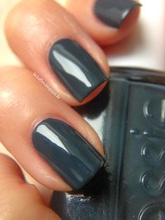 Essie - mind your mittens - Shearling Darling winter Collection