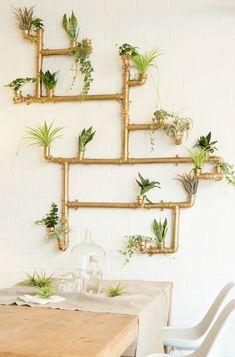 DIY-Anleitung für eine vertikale #Pflanzwand aus #Kupfer Rohren, Garten-DIYs / #urbanjungle diy: vertical garden made of copper pipes via DaWanda.com // #dawandaandfriends
