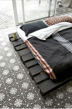 futon palette sur pinterest matelas de futon peindre de. Black Bedroom Furniture Sets. Home Design Ideas