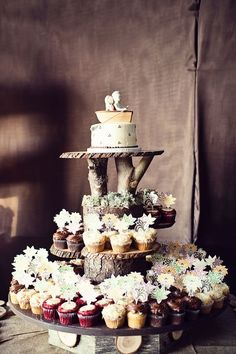 This is a cute way to display cupcakes or other fare, and could be made EASILY with downed trees we have in our backyard! (Well... at my parents' house.  I don't think our landlords would take kindly to our chainsawing on their property!!!)