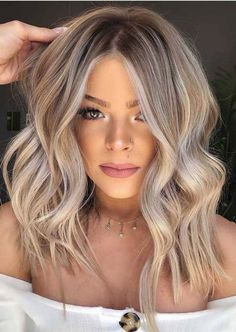 Have you tried blonde balayage hair color yet? Wow, this lovely and feminine hair color is sure to attract the envy of others.We have collected 39 stunning blonde balance hair color ideas in 2020 to help you become attractive. Hair Color Balayage, Hair Highlights, Blonde Balayage Long Hair, Beige Blonde Hair, How To Blonde Hair, Blonde Hair With Color, Blonde Fall Hair Color, Cool Toned Blonde Hair, Balayage Brunette To Blonde