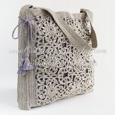 Beautiful crochet motifs shoulder bag pattern / tutorial with step-by-step pictures, written instructions and charts.