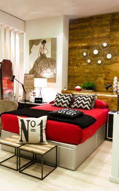 #cabecero madera con luz led; combinaciones de rojo y negro...infinitas posibilidades. www.tmdecoracion.com