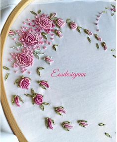 new brazilian embroidery patterns Brazilian Embroidery Stitches, Basic Embroidery Stitches, Hand Embroidery Flowers, Baby Embroidery, Embroidery Works, Creative Embroidery, Sewing Stitches, Embroidery Fashion, Silk Ribbon Embroidery