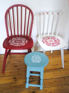 Funky Home Decor Chalk Paint Chairs, Chalk Paint Furniture, Funky Furniture, Repurposed Furniture, Furniture Projects, Furniture Makeover, Wooden Chair Makeover, Decoupage Furniture, Furniture Design
