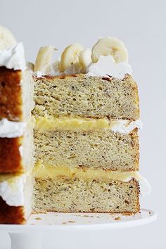 Homemade Banana Cake with Fresh Banana Curd - secret ingredient is lemon juice. Also how to make buttermilk Banana Recipes, Easy Cake Recipes, Frosting Recipes, Easy Desserts, Sweet Recipes, Delicious Desserts, Healthy Desserts, Yummy Food, Churros