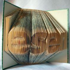 handgefaltetes Buch Schriftzug lesen