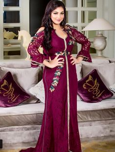By Abir Yasin Crochet Wedding Dress Pattern, Crochet Wedding Dresses, Wedding Dress Patterns, Hijab Fashion, Fashion Dresses, Embroidery Suits Design, Moroccan Caftan, Elegant Outfit, Kaftan