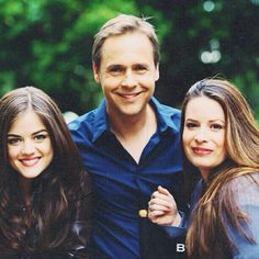 Lucy Hale (Aria Montgomery) , Chad Lowe (Byron Montgomery) , & Holly Marie Combs (Ella Montgomery) - Pretty Little Liars