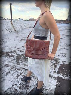 Brown Leather Retro Purse  #Vintage #Brown #leather #Purse #shoulderbag #1980s #1990s #retro #rustic #hipster #hippie #style #fashion #womens #bag #newyork #retro #boho #highfashion