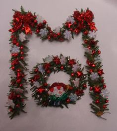 red/silver,snowflake garland and wreath Snowflake Garland, Snowflakes, Christmas Wreaths, Christmas Decorations, Holiday Decor, Deco Mesh, Dollhouse Miniatures, Decorating, Simple