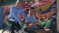 Juan Pineda (izquierda) ha recibido varios premios por sus proyectos en el sector de la movilidad.
