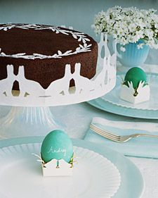Bunny Paper Chains:  Decorate your cake stand or dessert tray with a paper chain of smooching bunnies.