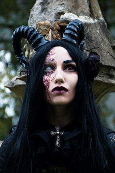 Pin by Sy Ma on Halloween Demon Makeup, Witch Makeup, Demon Costume, Costume Makeup, Dark Fantasy Art, Dark Art, Halloween Cosplay, Halloween Makeup, Elfen Fantasy