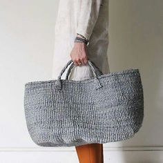 Bag L / grey Tote bag made of sisal (Agave plant) used from very sturdy rope. Sizes, shapes and colors, each subtly different for hand-made of all kind. My Style, Look Fashion, Fashion Bags, Womens Fashion, Mode Style, Style Me, My Bags, Purses And Bags, Cotton Cord, Basket Bag