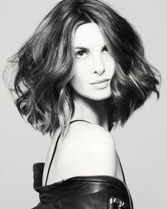Wob as a long wavy lob (Mary Brunetti – Ready to Wear, new collections Intercoiffure America/Canada from Mary Brunetti, hair: Mary Brunetti, foto: Babak, make-up: Ilise Harris)