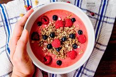 My lazy-morning raspberry smoothie bowl recipe. It's beautiful & delicious, packed with antioxidants and vitamins, and it's very easy to make. READ MORE
