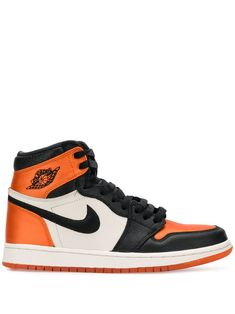 Orange Nike Shoes, Orange Sneakers, Black Nike Shoes, Retro Sneakers, Air Jordan Basketball Shoes, Nike Shoes Air Force, Jordan Shoes Girls, Girls Shoes, Jordan Sneakers