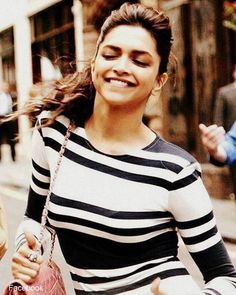 Image via We Heart It #bollywood #smile #deepikapadukone #deepika #padukone #deepikapadukone #queenofbollywood