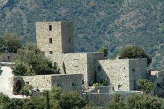 Case latine, une retraite perchée en Haute-Corse. Le spot : accrochée à un promontoire rocheux, la Case latine domine paisiblement le village de Lama et la vallée de l'Ostriconi.