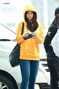 Twice-Tzuyu 180315 Incheon Airport Kpop Fashion Outfits, Casual Outfits, Fashion Idol, Women's Fashion, Street Fashion, Korean Fashion, Jihyo Twice, Tzuyu Twice, Airport Style