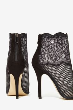 Jeopardy Lace Bootie//