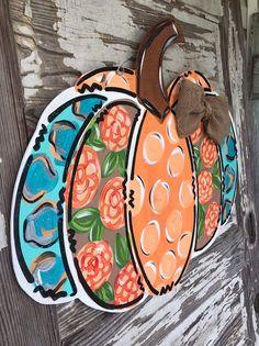 New Photos Fall Door Hanger - Pumpkin Door Hanger - Personalized Door Hanger - Fall Wreath- Fall Decor - fall Decorations - Halloween Sign Strategies Your individual door hanger Sure, the classic is needless to say the door pendant, where on leading Fall Door Hangers, Burlap Door Hangers, Welcome Signs Front Door, Front Door Decor, Door Signs, Pumpkin Door Hanger, Adornos Halloween, Classic Doors, Painted Pumpkins