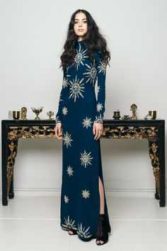Long dark blue dress with sun decor and split : Long dark blue dress with sun decor and split 1920s Fashion Women, Fashion Tips For Women, High Fashion, Petite Fashion, Work Fashion, Style Fashion, Spring Fashion, Mens Fashion, Pretty Dresses