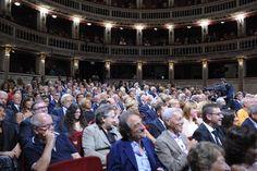 Lunedì 6 giugno al Teatro Mercadante si svolgerà la seduta pubblica della Giuria di esperti per l'edizione 2016 del Premio Le Maschere del Teatro Italiano. L'evento si svolgerà alla presenza di attori, registi, addetti ai lavori e spettatori e verrà trasmesso in diretta differita su Rai Uno. #teatro #Napoli