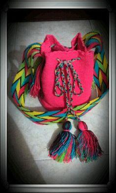 Hermoso bolso wayu netamente Colombiano Bucket Bag, Bags, Fashion, Mexican Embroidery, Sweetie Belle, Manualidades, Handbags, Moda, Fashion Styles