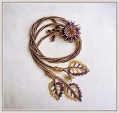 picture tut for the entire necklace - nice easy way to do the flower. The leaves are a simple version of peyote with picots & added veins. The author does something very nice by using high contrast beads in the pictures. These components are transferable to other pieces.