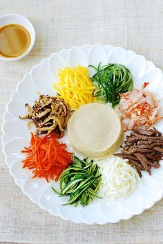 Gujeolpan (Platter of Nine Delicacies) - Korean Bapsang Korean Dishes, Korean Food, Asian Recipes, Ethnic Recipes, Learn To Cook, International Recipes, Veggies, Food And Drink, Cooking Recipes