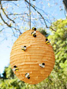 Piñata original: ¿Quién se atreve con la colmena de abejas?