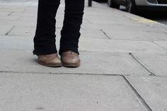 Catwalk Show: Linda, loira e japonesa: move like Jagger. My Oxford boots! Love it!