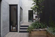 Antonio Solá Apartments by DCPP arquitectos. Condesa, Mexico. Photo: Onnis Luque.