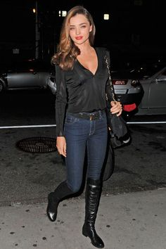 Miranda Kerr stomps into event wearing seriously sexy leather boots Estilo Miranda Kerr, Miranda Kerr Outfits, Miranda Kerr Style, Look Casual Chic, Winter Looks, Outfits Con Camisa, Model Street Style, Sexy Boots, Sexy Jeans