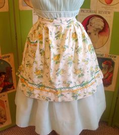 1950s Yellow Rose Apron - so sweet! $12